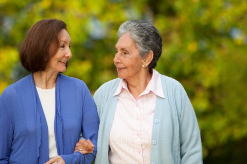 daughter with senior mom dementia